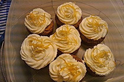 Whipped Cream Cheese Frosting 8