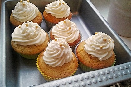 Whipped Cream Cheese Frosting 11