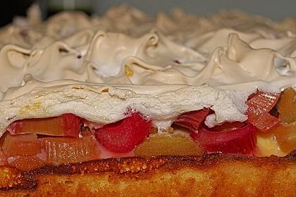 Feiner Rhabarberkuchen mit zarter Quark - Baiser Haube