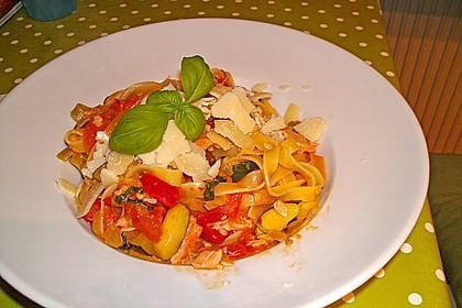Farfalle in einer Zucchini - Frischkäsesoße mit Lachsstreifen 1