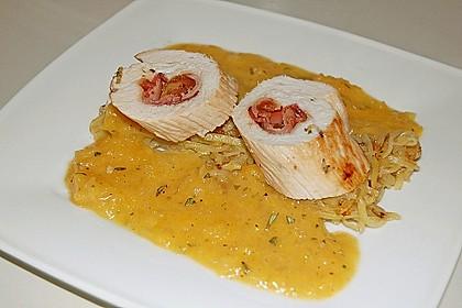 Gefüllte Hähnchenbrust auf Aprikosen-Rosmarin-Sauce 4
