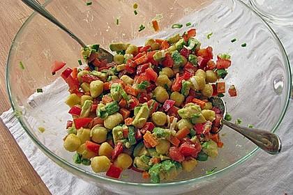 Lauwarmer Gnocchini - Avocado - Salat mit Knoblauchdressing