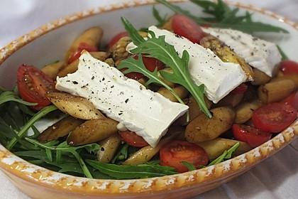 Salat mit gebratenem Spargel, Ziegenkäse, Rauke und Tomaten 1
