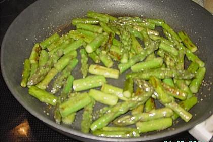 Salat mit gebratenem Spargel, Ziegenkäse, Rauke und Tomaten 6