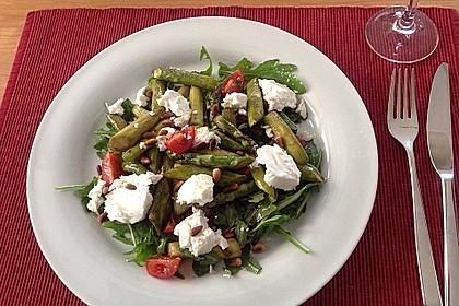Salat mit gebratenem Spargel, Ziegenkäse, Rauke und Tomaten 2