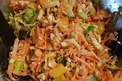 Gemischter Salat mit Pinienkernen und Honig - Senf - Dressing 17