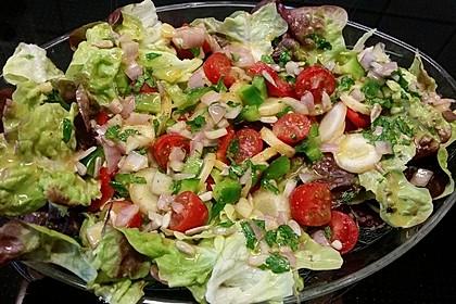 Gemischter Salat mit Pinienkernen und Honig - Senf - Dressing 4
