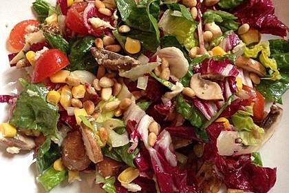 Gemischter Salat mit Pinienkernen und Honig - Senf - Dressing 7