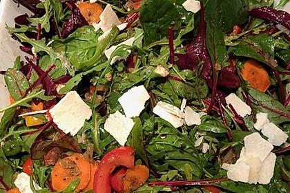 Gemischter Salat mit Pinienkernen und Honig - Senf - Dressing 1