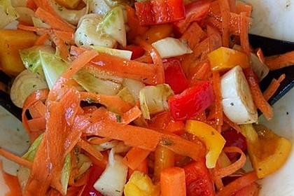 Gemischter Salat mit Pinienkernen und Honig - Senf - Dressing 14