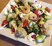 Gemischter Salat mit Pinienkernen und Honig - Senf - Dressing (Bild)