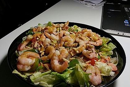 Gemischter Salat mit Pinienkernen und Honig - Senf - Dressing 9