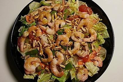 Gemischter Salat mit Pinienkernen und Honig - Senf - Dressing 3