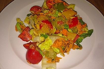 Gemischter Salat mit Pinienkernen und Honig - Senf - Dressing 12