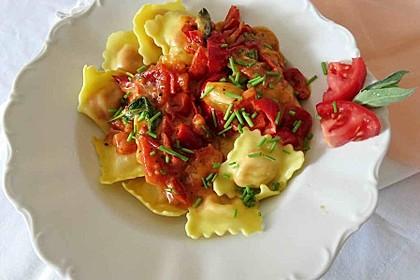 Ravioli mit Ricottafüllung und frischer Tomatensauce 1