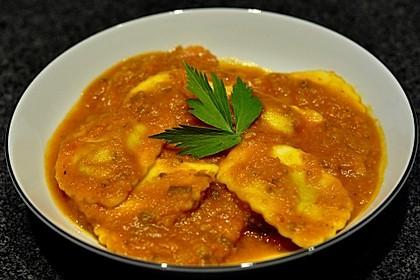 Ravioli mit Ricottafüllung und frischer Tomatensauce 2