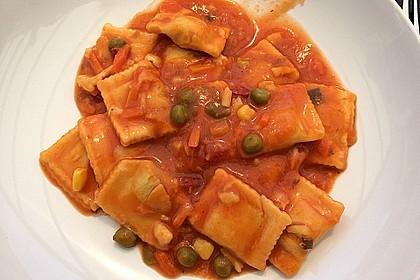 Ravioli mit Ricottafüllung und frischer Tomatensauce 4