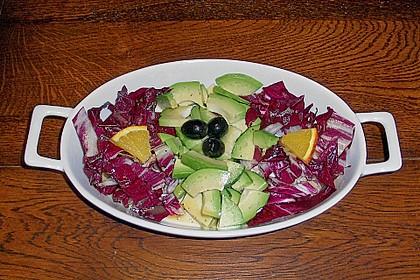 Radicchio mit Avocado und schwarzen Oliven 1