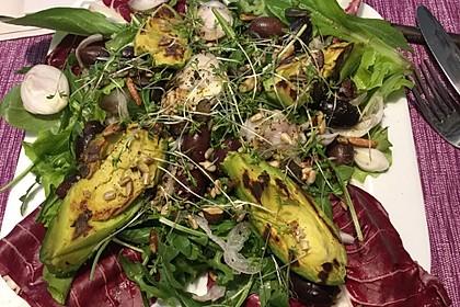 Radicchio mit Avocado und schwarzen Oliven 2