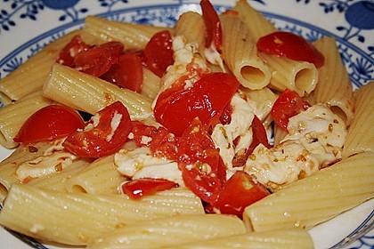 Tubettoni mit Kirschtomaten, Pecorino und Mozzarella