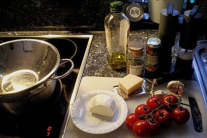 Tubettoni mit Kirschtomaten, Pecorino und Mozzarella 1