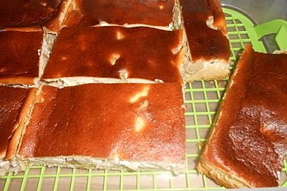 Rhabarberkuchen mit Schmandhaube (Bild)