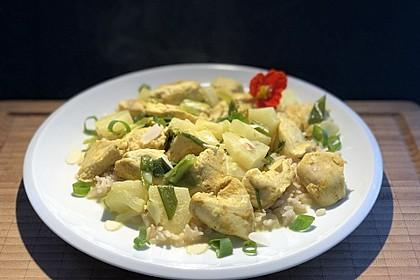 Hähnchen-Ananas-Curry mit Kokosmilch (Bild)