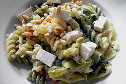 Zitronennudeln mit Zucchini und Pinienkernen 1