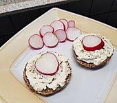 Frühlings - Frischkäse mit Radieschen und Schnittlauch (Bild)