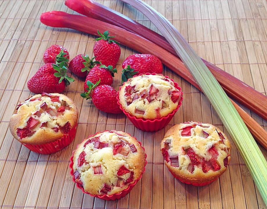 Erdbeer Rhabarber Muffins Ein Schones Rezept Chefkoch De
