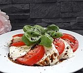 Tomate - Mozzarella - Salat mit Balsamicodressing (Bild)