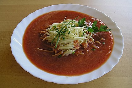 Tomatensuppe mit Nudeln und Basilikum 2