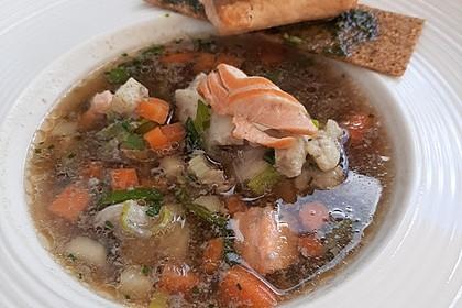 Fischsuppe mit Wurzelgemüse (Bild)