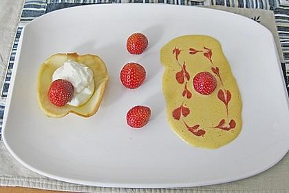 Zitronenmousse im Knusperteig auf englischer Creme mit Früchten der Saison 1