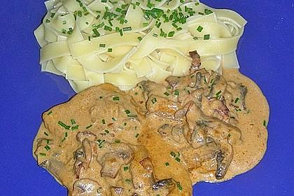 Schweineschnitzel an einer Champignon - Speck - Paprika - Sauce 4