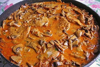 Schweineschnitzel an einer Champignon - Speck - Paprika - Sauce 1