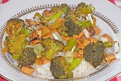Brokkoli, Tofu und Cashewnüsse in süß - saurer Sauce 5