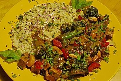 Brokkoli, Tofu und Cashewnüsse in süß - saurer Sauce 6
