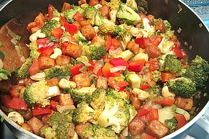 Brokkoli, Tofu und Cashewnüsse in süß - saurer Sauce 7
