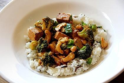 Brokkoli, Tofu und Cashewnüsse in süß - saurer Sauce