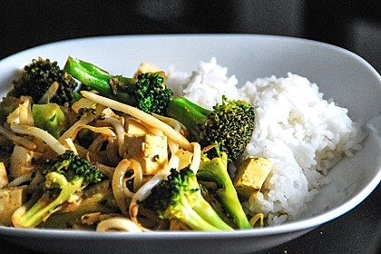 Brokkoli, Tofu und Cashewnüsse in süß - saurer Sauce 1