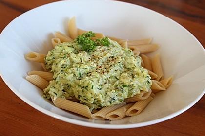 Nudeln mit Zucchini - Kräuter - Sauce (Bild)