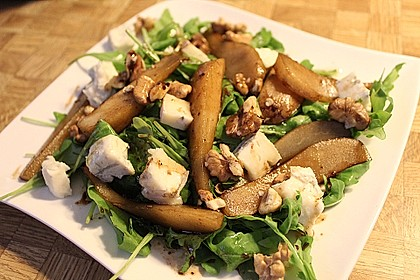 Rucolasalat mit Birne und Gorgonzola
