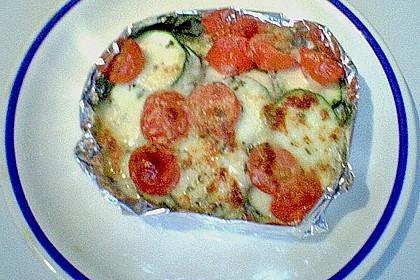 Bunte Gemüsepäckchen mit Mozzarella (Bild)
