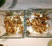 Griechischer Joghurt mit Honig und Walnüssen (Bild)