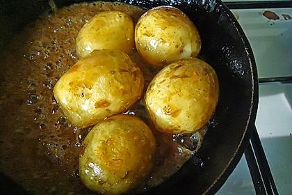 Karamellkartoffeln mit Obstsalat