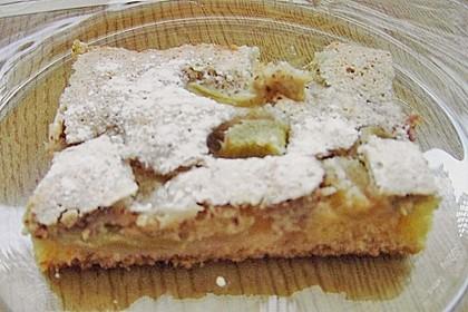 Rhabarberkuchen mit Nussbaiser (Bild)