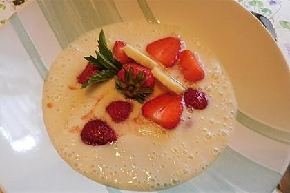 Erdbeeren auf Bananenschaum (Bild)