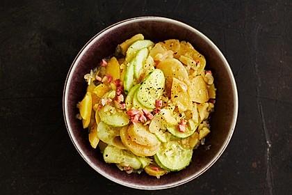 Kartoffelsalat mit Dörrfleisch und Gurke 7