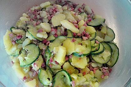 Kartoffelsalat mit Dörrfleisch und Gurke 9